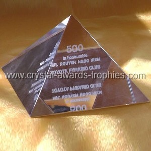 3d crystal pyramid paperweight
